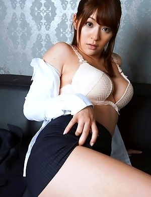 Hitomi with huge cans fucks woody 2